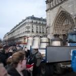 La foule - Nouvelles cloches - Notre Dame - Paris