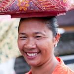 Devote souriante - Tanah lot - Bali