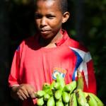 Jeune homme aux bananes LOL - Mayotte