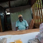 Le viel homme et la tole aux epices - Hamouro - Mayotte