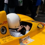 Pietons sur la chaussee - Peugeot Spider 905 - Le Mans Classic