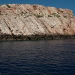 Falaise dessinee par le temps plongeant dans la mer - Crete