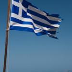 Drapeau Grec flottant dans l'azur -  Crete