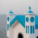 Chapelle orthodoxe bleu pastel sur la route cotiere d'Afrata