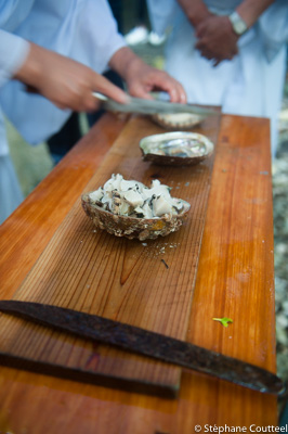 Le pretre fait des sashimi d' Awabi  - Shirongo matsuri - Sugash