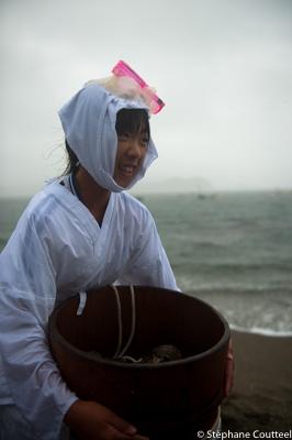 Jeune fille au masque rose - Shirongo matsuri - Sugashima - Japo