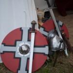 Boucliers epees et casque au Festival viking - Avaldsnes Karmoy