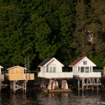 Cabanes sur pilotis dans le  Fjord d' Oslo - Norvege
