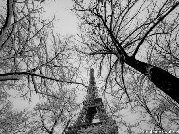 Tour Eiffel poutres glacées